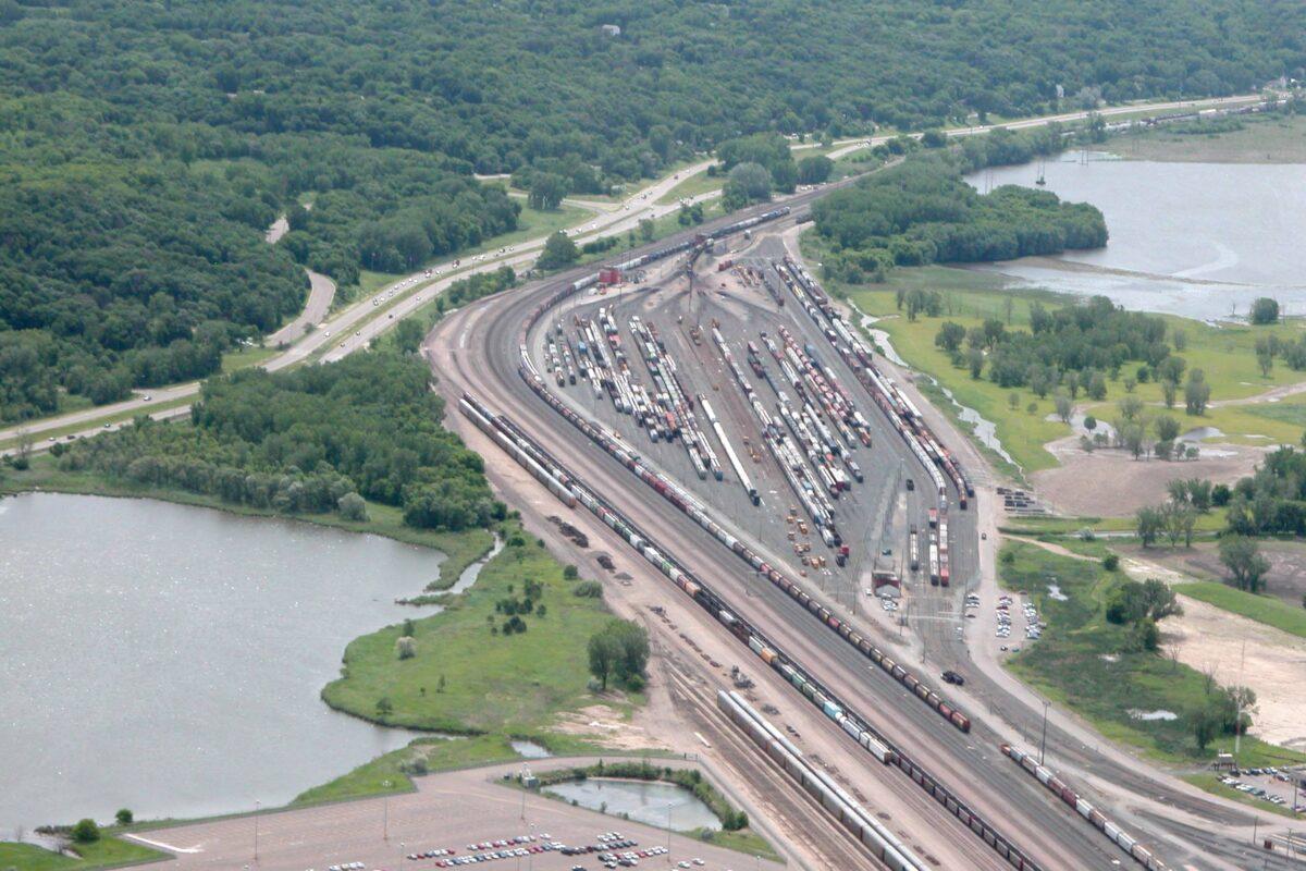 http://secureservercdn.net/198.71.233.129/3zp.bf9.myftpupload.com/wp-content/uploads/2019/11/St.-Paul-railyards-along-Mississippi-River-1200x800.jpg